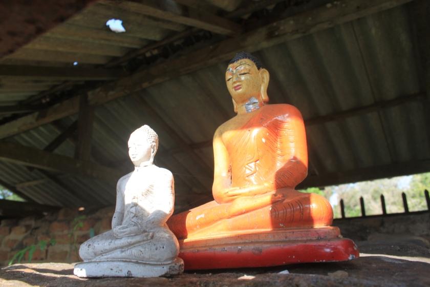 2 Buddhas, Anaradhapura